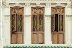 Fenêtres en bois de couleur de Brown Photo stock