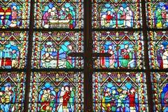 Fenêtres en verre teinté à l'intérieur du Notre Dame Cathedral, Paris, France Image libre de droits