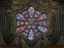 Fenêtres en verre teinté à la cathédrale Irlande de Galway Photo stock