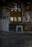 Fenêtres en verre teinté cassées - église abandonnée - New York Photographie stock libre de droits