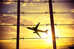 Fenêtres et avion d'aéroport Images stock