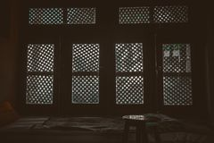 fenêtres, fenêtre, lumières, ombre, repos, chaise, maison, intérieur, art, lit, vivant photo stock