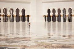 Fenêtres géométriques de modèle de style islamique oriental arabe Architecture de forme de voûte photos libres de droits