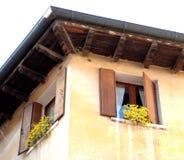 Fenêtres jumelles dans Asolo Images stock
