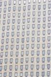 Fenêtres multiples sur un grand immeuble de bureaux Londres Angleterre Europ Image libre de droits