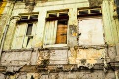 Fenêtres superficielles par les agents dans secret asiatique images stock