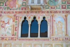 Fenêtres vénitiennes de Gotic du château du Spilimbergo Images libres de droits