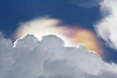 Fenómeno iridiscente de las nubes Fotos de archivo libres de regalías