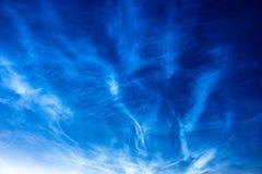 Fenômeno atmosférico de nuvens de brilho da noite noctilucent das nuvens foto de stock royalty free