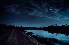 Fenômeno natural científico Eclipse solar total com diamante fotos de stock royalty free