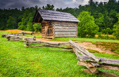 Fence and old log cabin at Cade's Cove, Great Smoky Mountains Na Stock Image
