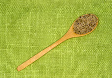 Fenchelsamen in einem Löffel auf einem grünen Blatt Lizenzfreies Stockbild