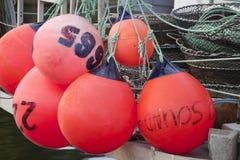 Fenders round menchie na łódź rybacka poręczu Fotografia Royalty Free