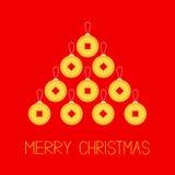 Feng-shui chinesische Münze mit Loch China-Goldgeldfichten-Tannenbaum Frohe Weihnachten Flaches Design Rotes Hintergrund Grußauto Lizenzfreie Stockfotografie
