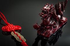 Feng Shui Dragon und Münzentalisman stockfoto