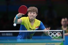 Feng Tianwey que joga o tênis de mesa nos Jogos Olímpicos no Rio 2016 Fotografia de Stock Royalty Free