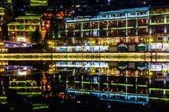 fenghuang古镇夜视图 库存照片