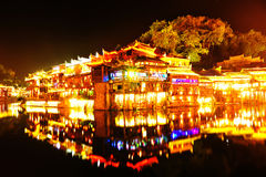 fenghuang古镇美好的夜场面  免版税库存照片
