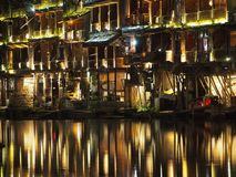 Fenghuang beleuchtet Reflexion nachts Lizenzfreie Stockbilder