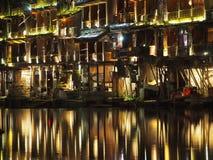 Fenghuang enciende la reflexión en la noche imágenes de archivo libres de regalías