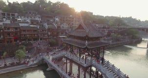 Fenghuang Oude Stad bij Zonsondergang stock video