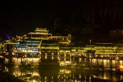 Fenghuang (Phoenix) la ciudad antigua en la noche, provincia de Hunán Imagenes de archivo