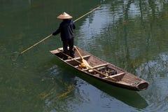 Fenghuang - uomo sulla barca immagine stock libera da diritti