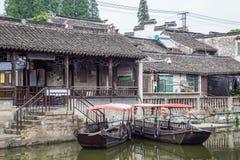 Fengjing Zhujiajiao, China - circa im September 2015: Brücken, Kanäle der alten Wasserstadt Fengjing Zhujiajiao stockfoto