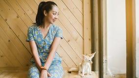Fenka lis z kobietą Zdjęcia Royalty Free