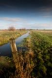Fenland-Landschaft und drastischer Himmel stockfotos