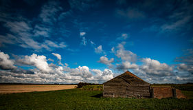 Fenland landskap och ladugård Royaltyfri Foto
