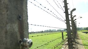 Fense elétrico Auschwitz II, um acampamento nazista anterior Oswiecim da exterminação, Polônia filme