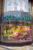 Fenster-Anzeige des Einzelhandelsgeschäftes Primark in Bracknell, England Lizenzfreies Stockbild