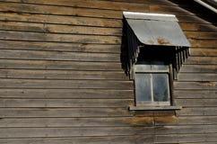 Fenster auf altem hölzernem Haus Lizenzfreies Stockfoto