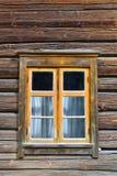 Fenster auf Blockhaus Lizenzfreie Stockbilder