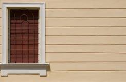 Fenster auf der Wand Stockfotos