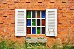 Fenster auf der Wand Stockbild