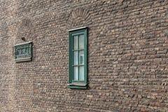 Fenster auf der Wand eines historischen Gebäudes Stockfotos