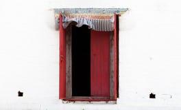 Fenster auf einer Wand Lizenzfreie Stockbilder