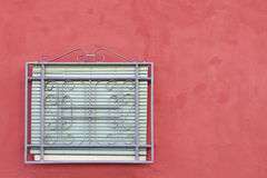 Fenster auf Rot Stockfotos