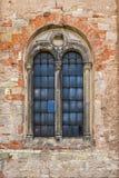 Fenster der alten katholischen Kirche Lizenzfreies Stockfoto