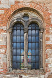 Fenster der alten katholischen Kirche Stockfoto