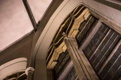 Fenster der architektonischen Gestaltung lizenzfreie stockfotografie