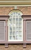 Fenster in der Backsteinmauer lizenzfreies stockbild