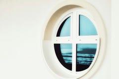 Fenster der Fluss-Bahnstation Salekhard stockbild