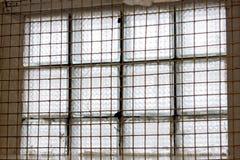 Fenster der Gefängniszelle mit Stangen lizenzfreie stockbilder
