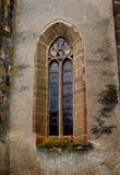 Fenster der verstärkten mittelalterlichen Kirche Ghimbav, Siebenbürgen stockbild