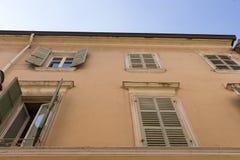 Fenster des alten Hauses Stockfotografie