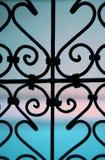 Fenster des bearbeiteten Eisens Lizenzfreie Stockbilder