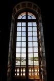 Fenster des großen Hauses Stockbild